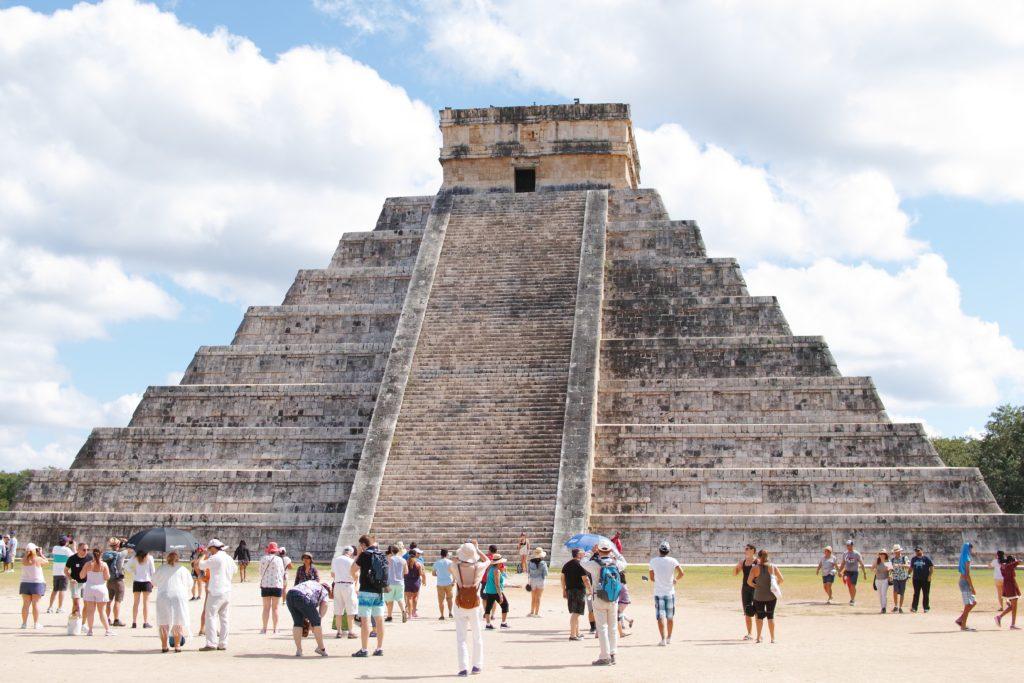 意外と小さい?!メキシコの世界遺産チチェン・イッツァにマヤ文明遺跡ピラミッドを見に Chichén Itzá