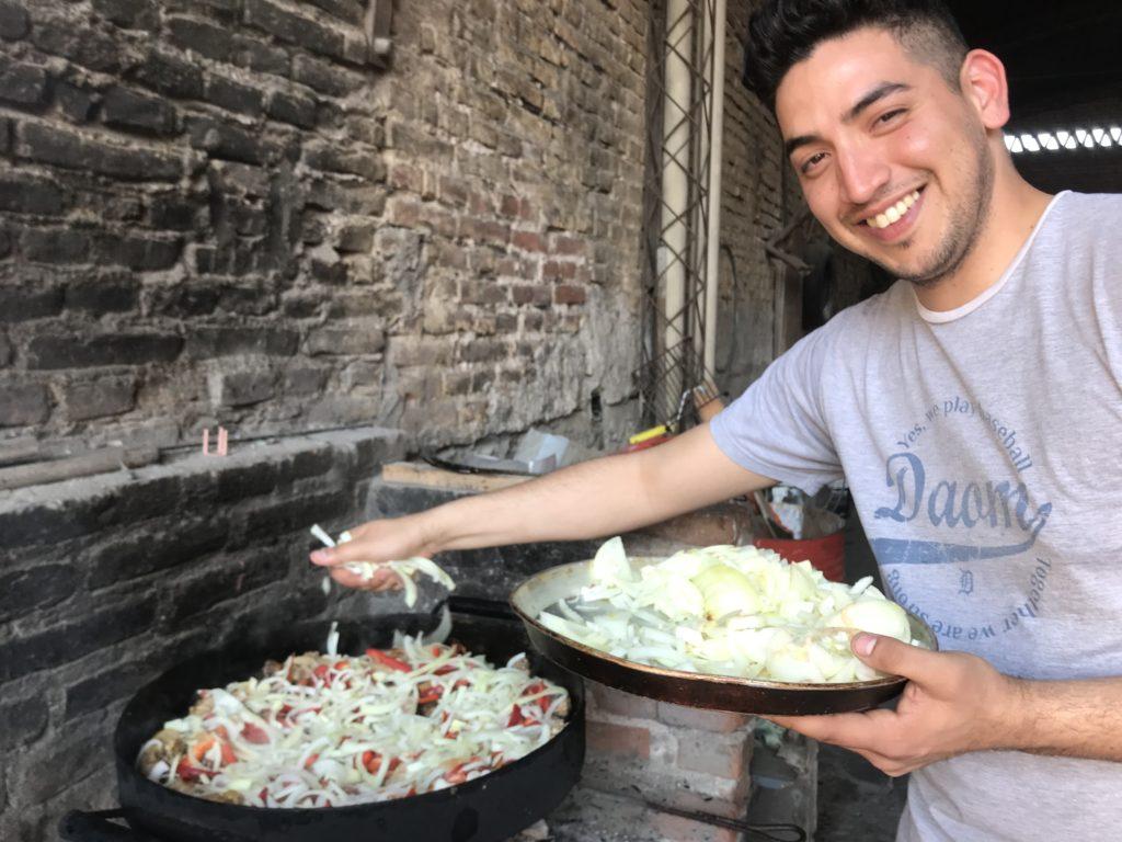 ポヨ・アル・ディスコ、エンパナーダなどアルゼンチンで食べた伝統料理と挨拶のキス文化 Pollo al Disco & Empanada
